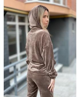 Ніжний велюровий костюм коричневого кольору