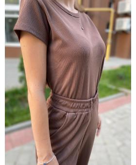 Брючний костюм-двійка в рубчик коричневого кольору